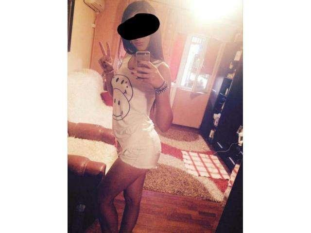 Su whatsapp Italiana 18 anni faccio video personalizzati . ANnunci girl Bari - 2/3
